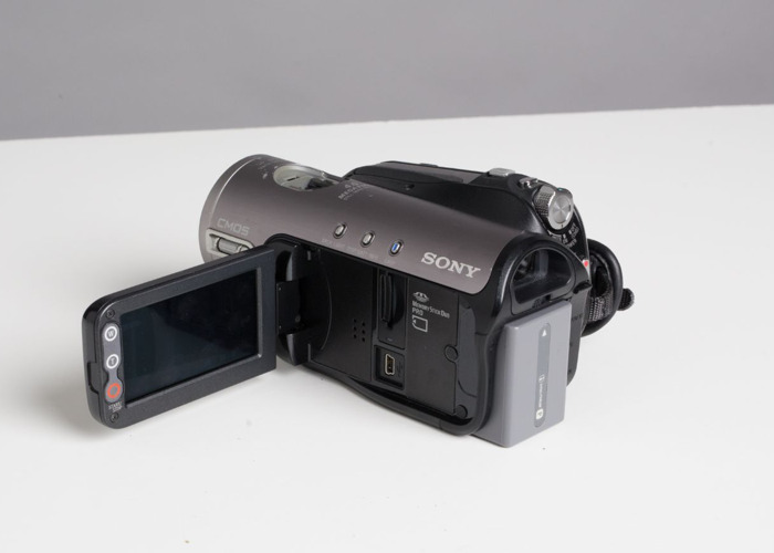 Sony MiniDV HDV Camcorder + Thunderbolt 2 and 3 cables to capture the footage - 2