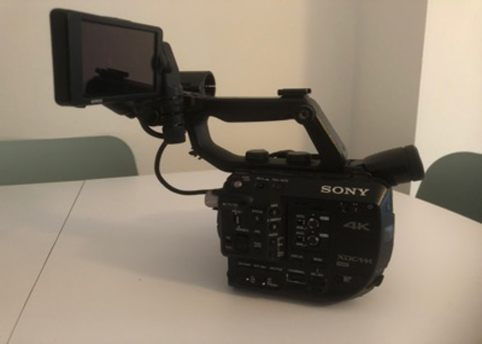 Sony PXW-FS5, Accessories kit, 2 batteries (charger) - 1
