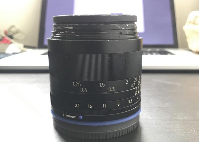 Sony Ziess Loxia 35mm F2 - 2