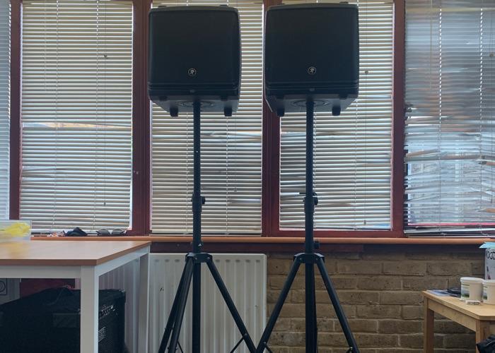Speakers 2x Mackie DLM series Powered Loudspeakers - 2