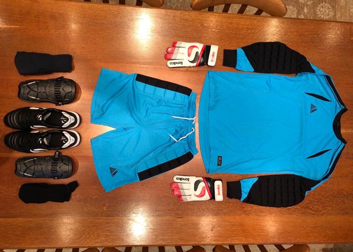 Sportswear: Football (Soccer) Goalkeeper Kit in Blue / Black - 1