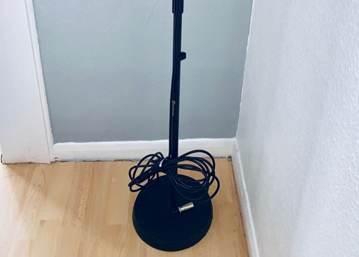 Straight microphone stand with heavy base - 2