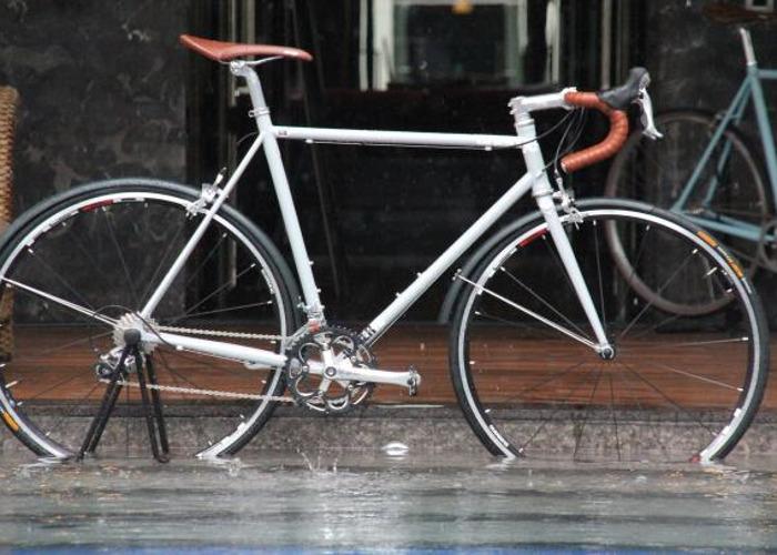 High Performance  Road bike - 20 speed, Shimano 105 groupset - 1