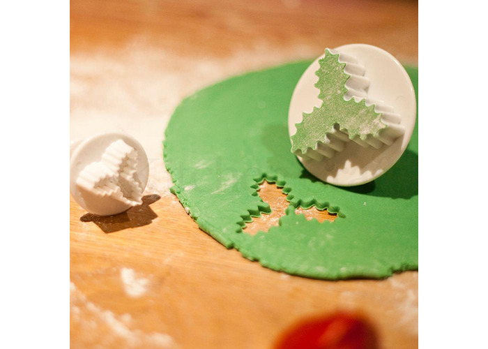 Sweetly Does It Set of Two Holly Fondant Plunger Cutters - 2