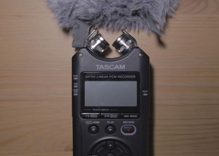Tascam DR-40 Field Recorder + battery - 1