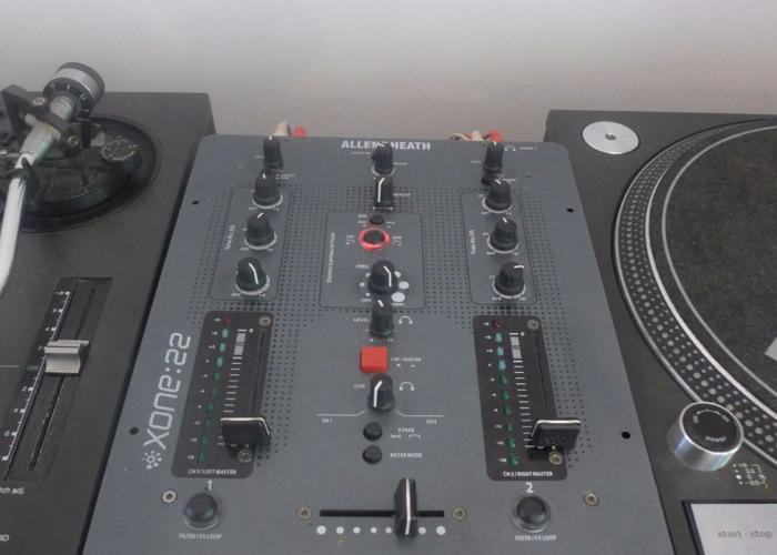 technics 1210-m3d-x2--allen-heath-xone22-39398189.JPG