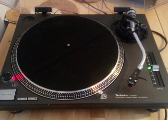 Technics 1210 mk2 turntable - 1