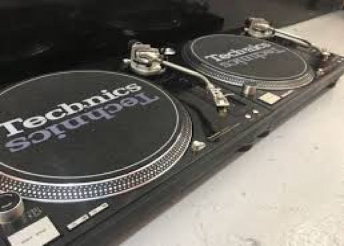 Technics 1210 mk5g's with Pioneer DJM 2000 mixer - 1