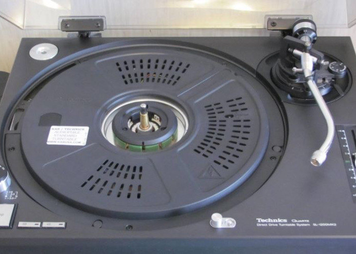 Technics SL-1200 MK2 Turntable - 1