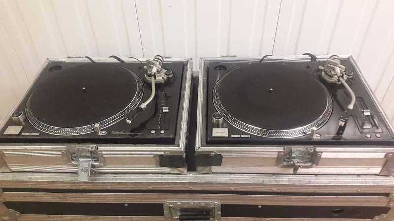 Technics SL1210 Vinyl Turntables ( Pair ) - 2