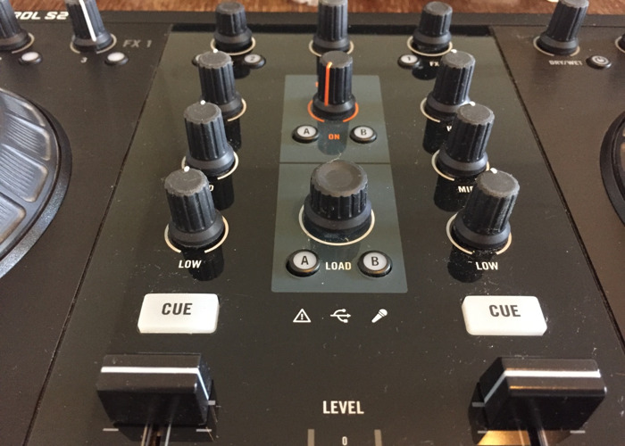 Traktor Kontrol S2 DJ Controller - 2