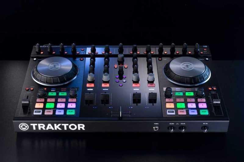 Controlador de DJ Traktor Control S4 MK2 - 1
