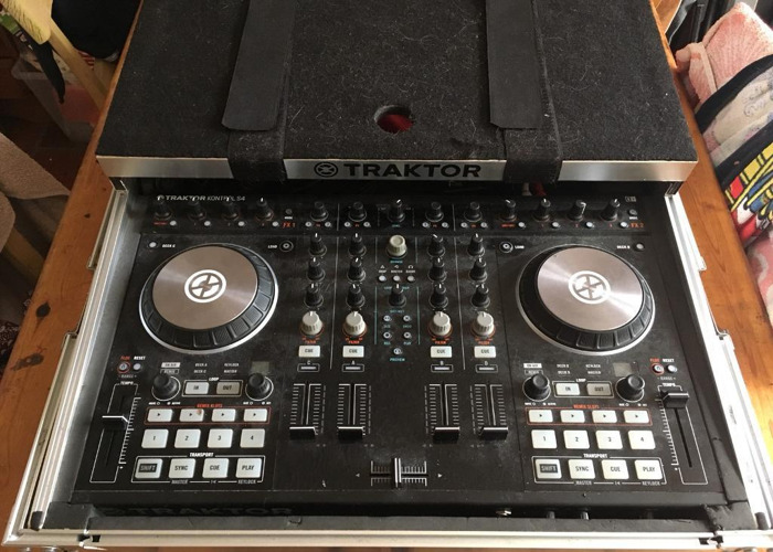 Traktor S4 MK2 with flightcase - 1