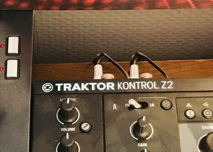 Traktor Z2 Mixer and Controller - 2
