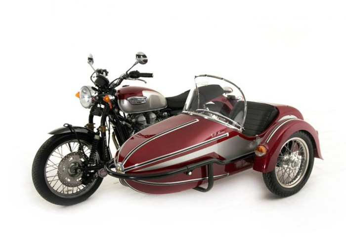 Triumph Motorcycles Bonneville Motorcycle and side car (2001 - 1