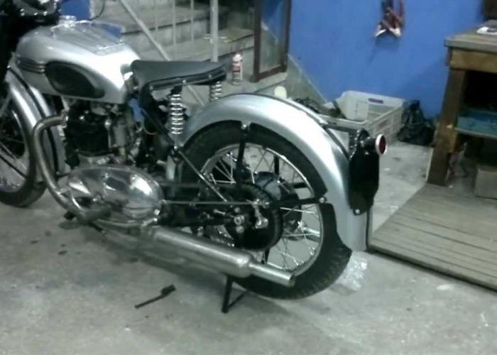 Triumph Motorcycles Tiger T100 (1946) - 2