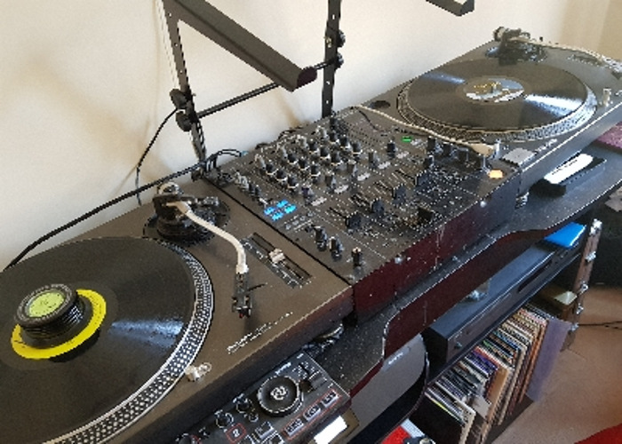 Turntables and mixer  - 1