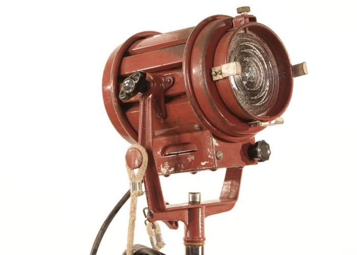 tweenies 650w-fresnel-31679521.jpg
