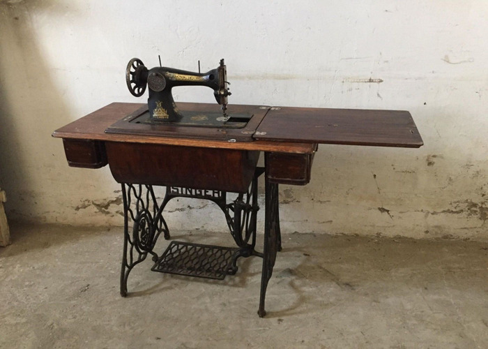 Vintage Fold Away Singer Sewing Machine With Stand - 1