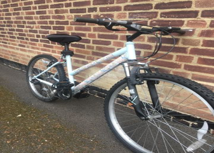 Women bicycle for rent  Acton Central - 2