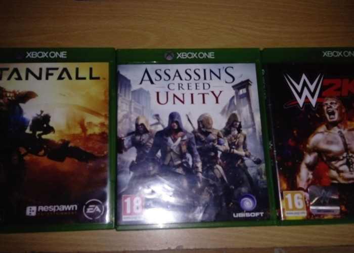 Wwe 2k17,titanfall and assassin's creed unity for xbox one  - 1