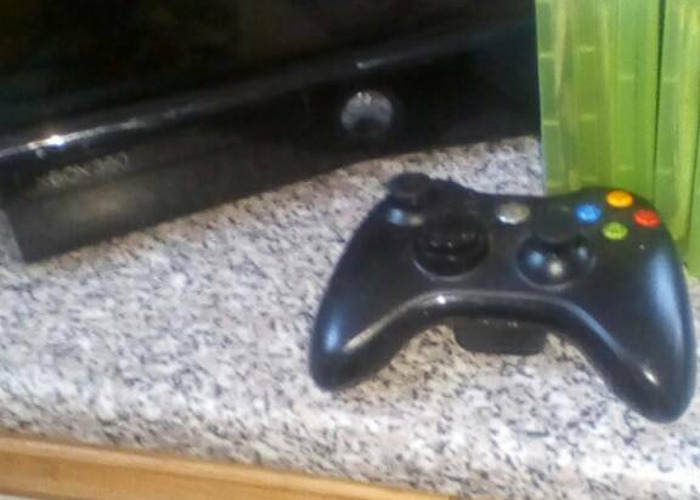 Xbox 360 elite with 5 games - 2