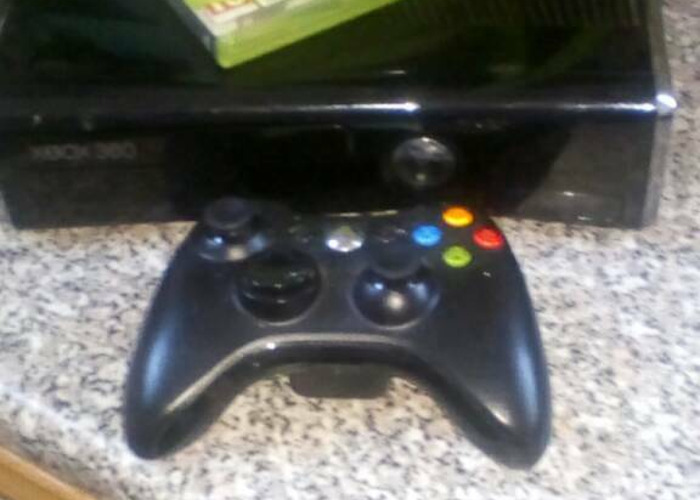 Xbox 360 elite with 5 games - 1