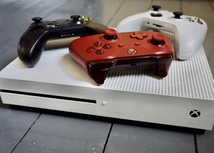 Xbox One S 100+ Games with 3 Controllers Wireless - 1