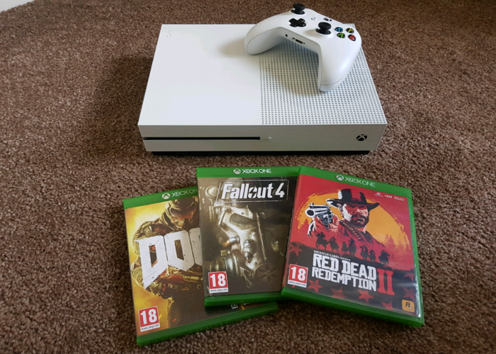 Xbox One S 1TB with 3 games, 1 Controller - 1