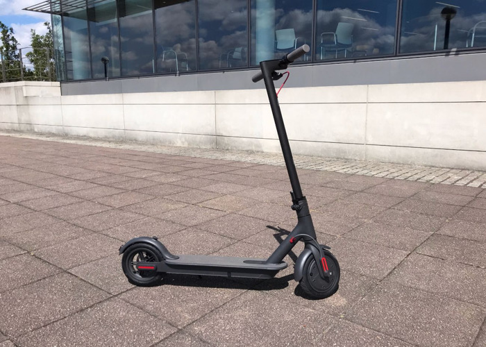 Xiaomi M365 (Pro LCD) Electric Scooter - 1