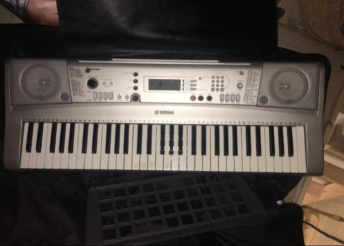 Yamaha keyboard PSR E313 - 1