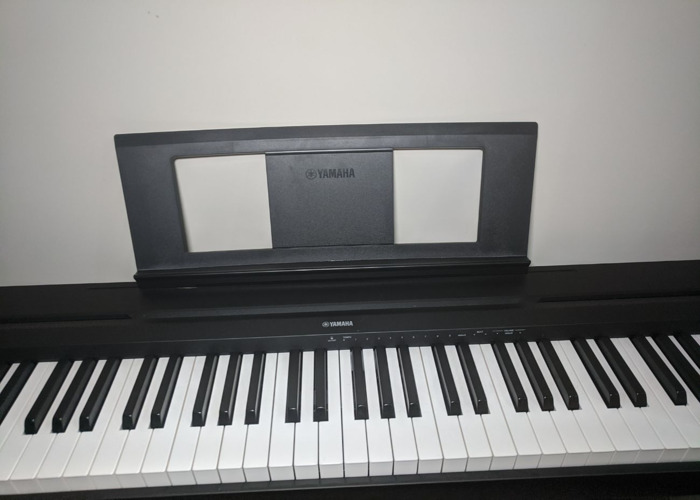 Yamaha p-45 Digital Piano + Sustain Pedal + Stool / Stand - 2