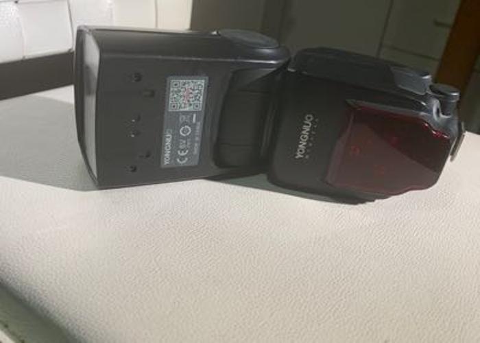 Yongnuo YN685 Wireless TTL Speedlite for Canon Cameras - 1