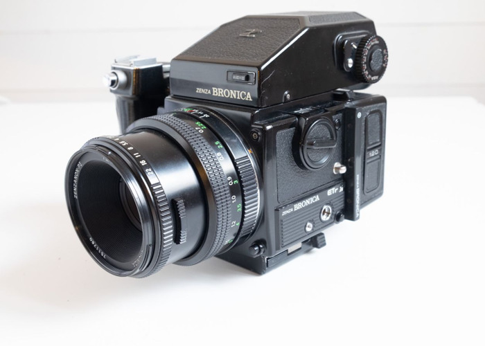 Zenza Bronica ETRSi with 75mm f2,8, Grip, AE Prism, Filmback - 1