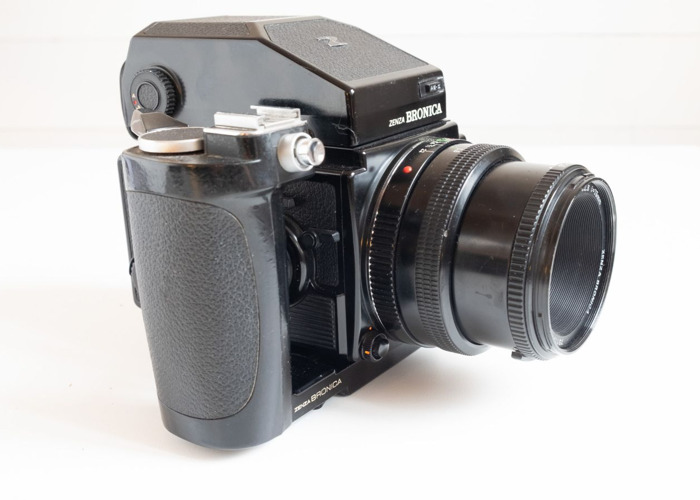 Zenza Bronica ETRSi with 75mm f2,8, Grip, AE Prism, Filmback - 2