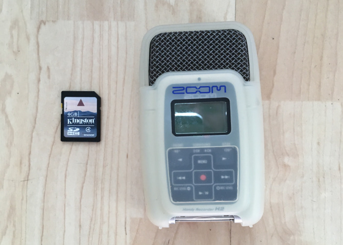 zoom h2-stereo-audio-recorder--89252642.jpg