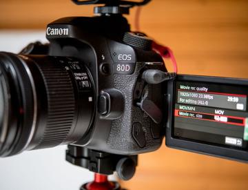 Rent Canon Vlogging Kit DSLR Vlog Setup in Leeds | Fat Llama