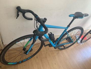 Rent Fuji Sportif 2 3 2017 Road Bike in London | Fat Llama